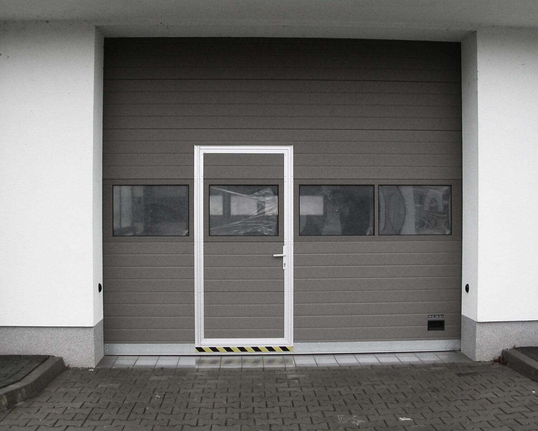 drzwi w bramie segmentowej