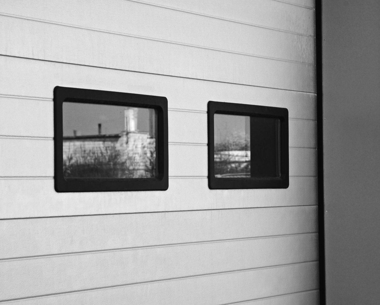 okna w bramie segmentowek